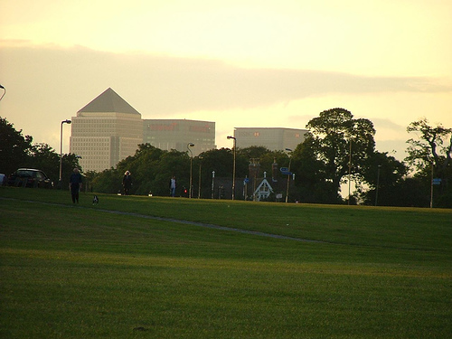 Blackheath and a disproportionately large Canary Wharf by Flickr user Nicobobinus
