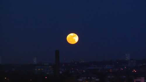 Supermoon over Blackheath, taken by twitter user howierayner