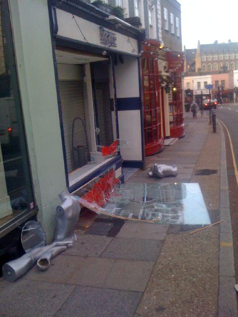 Rogue looting photo by @bigredferno