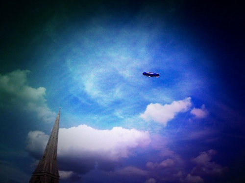 A zeppelin on the skies of the heath